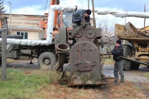 Английскую паровую машину XIX века вывезли из тайги и готовят к реставрации