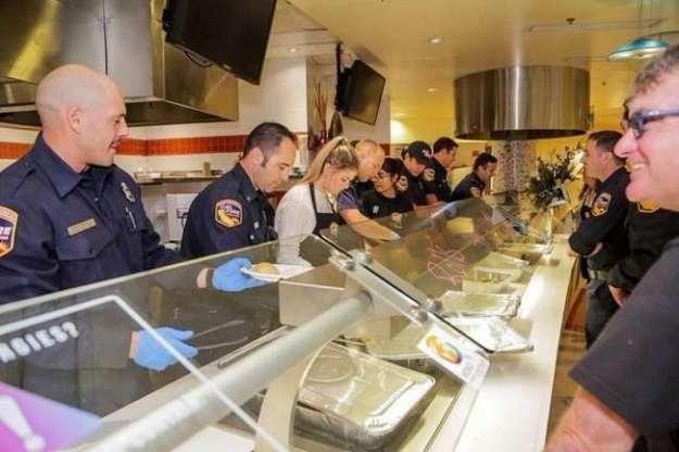 Как американцы помогают землякам, пострадавшим во время пожаров в Калифорнии (12 фото)