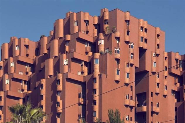 Необычное здание Walden 7 в Испании ( 7 фото )