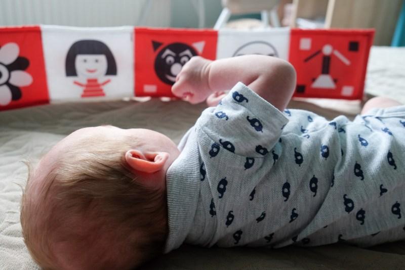 Kontrastowa książeczka szeleszcząca dla niemowląt Lundi