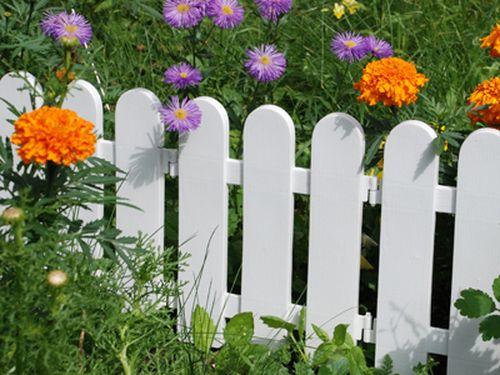 Как сделать забор для цветника своими руками - фото