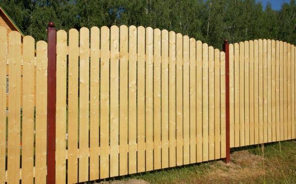 Забор из досок своими руками на даче: фото, как сделать ...