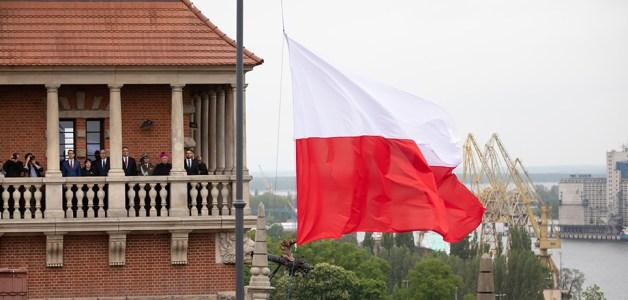 Podniesienie flagi państwowej na Urzędzie Wojewódzkim w Szczecinie
