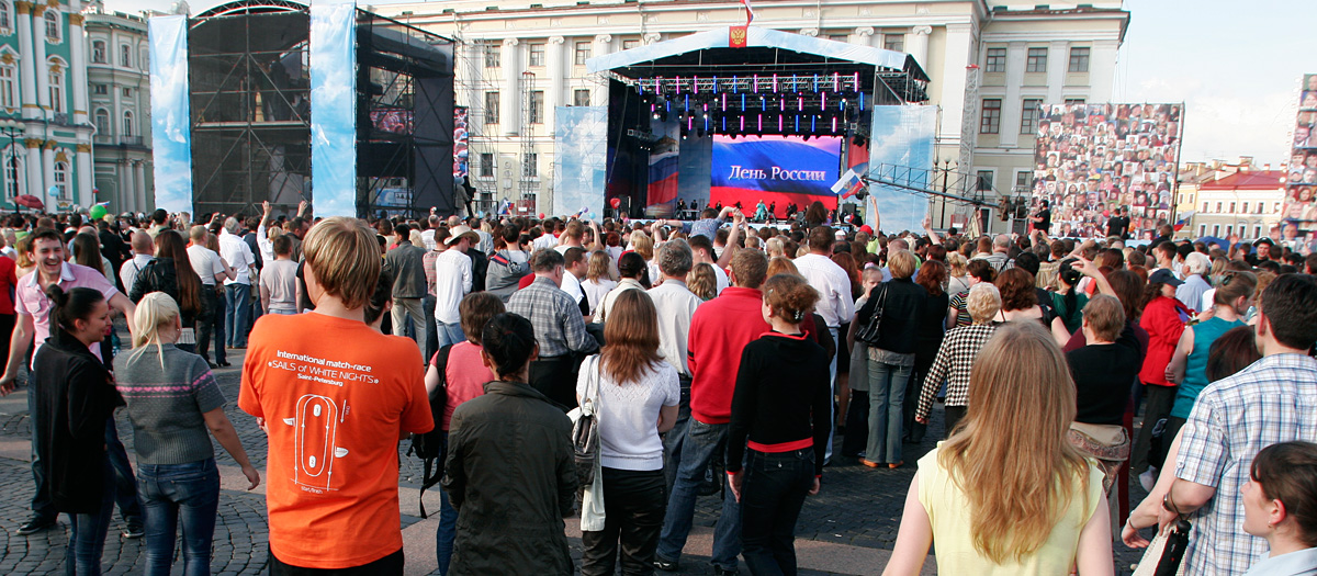 A concert in Palace Square for Russia Day.