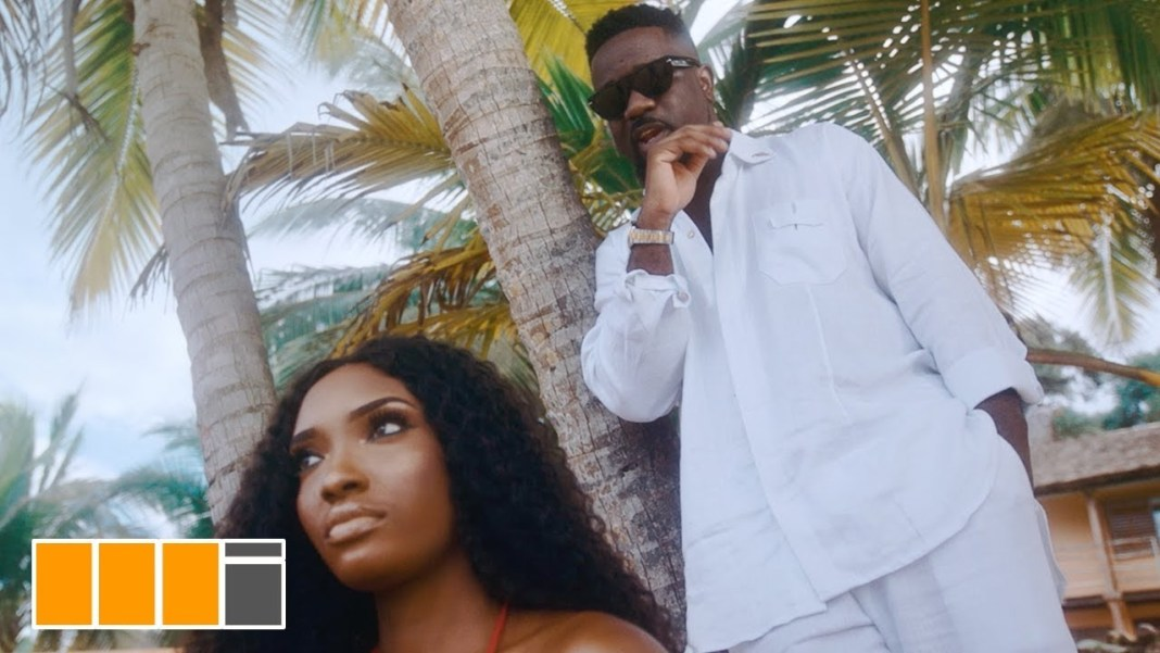 Sarkodie – Lucky ft. Rudeboy (Official Video)