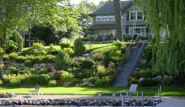 21 Landscaping Ideas for Slopes - Slight, Moderate and Steep on Steep Sloping Garden Ideas  id=70073