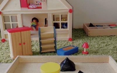 Co ma domek dla lalek doczęści mowy? – wprowadzenie rzeczownika
