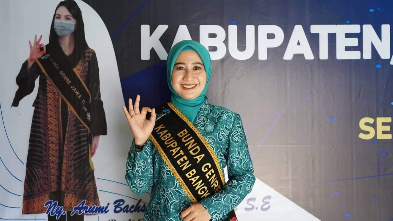 Lagi, Istri Bupati Bangkalan Punya Gelar Baru
