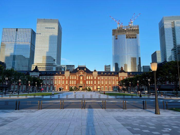 東京駅を望む。建物かっこええのう