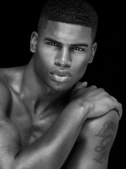 2. BRODERICK HUNTER. Mesure 1,88m. Travaille pour l'agence NTA Models Los Angeles.