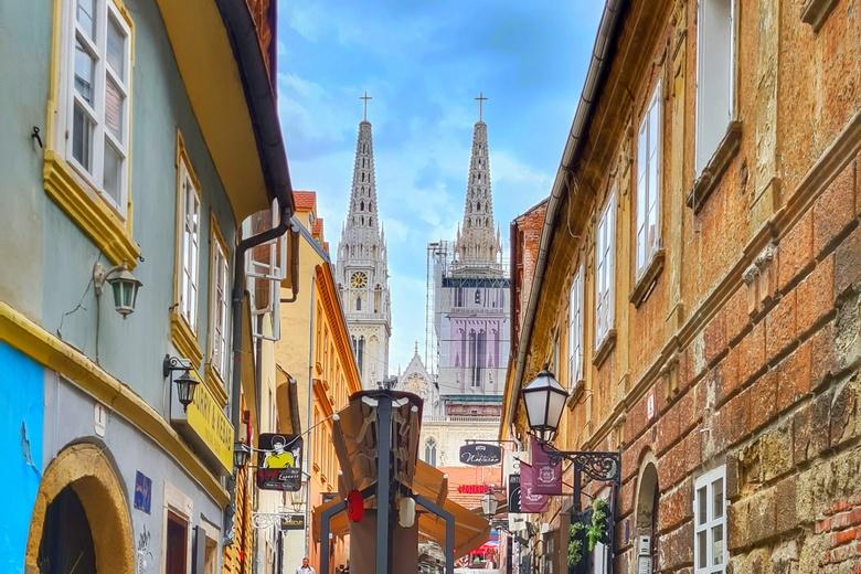Zagreb walking tour, start of the Tito Tour