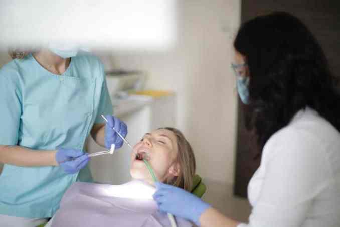 Abszess am Zahnfleisch entfernen