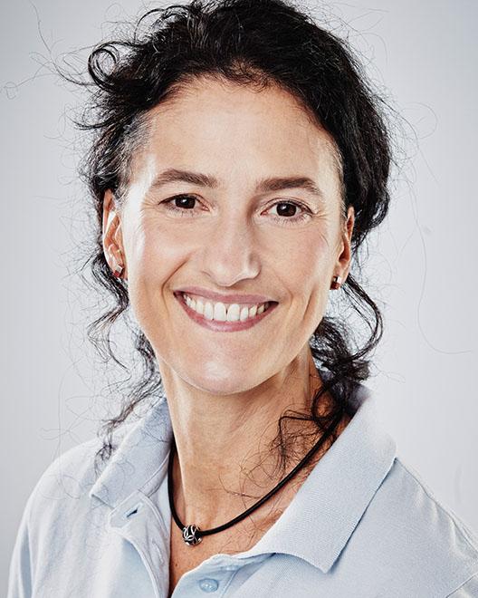 Susanne Konrad kümmert sich um das Management von Chirurgie und Implantologie.