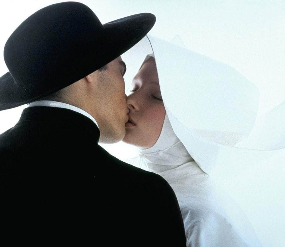 Casar com padre pode?