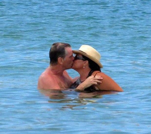 Пиърс Броснан със съпругата си Кийли