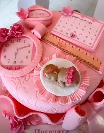 розова торта за бебе