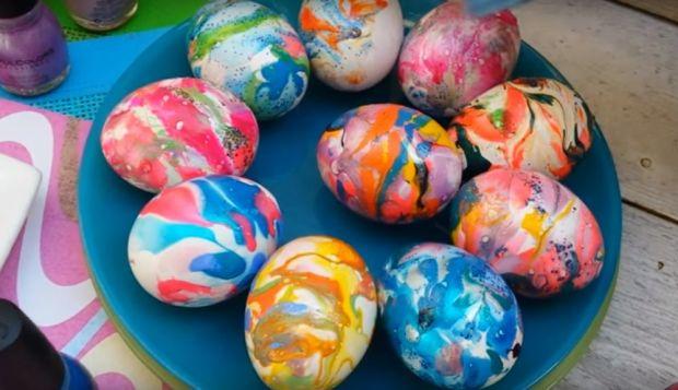 яйца боядисани с пяна