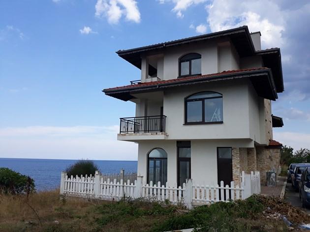 Албена и Максим къща