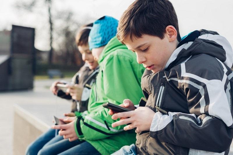 10 причини да не давате телефона в ръцете на деца под 12 години