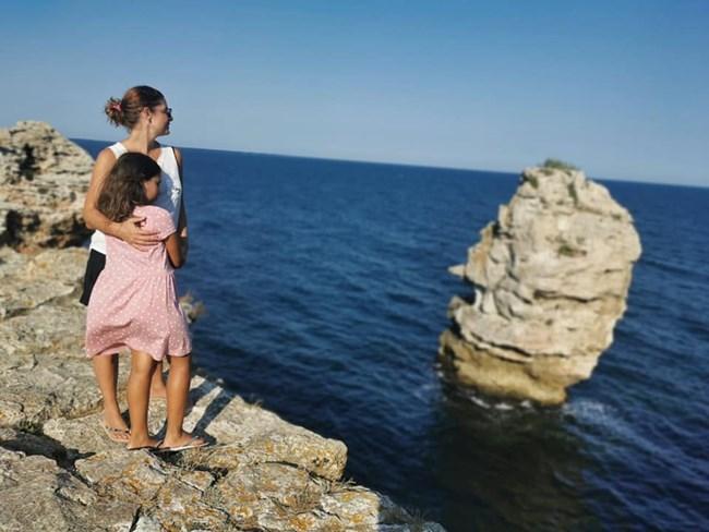 Алекс Сърчаджиева и София на море