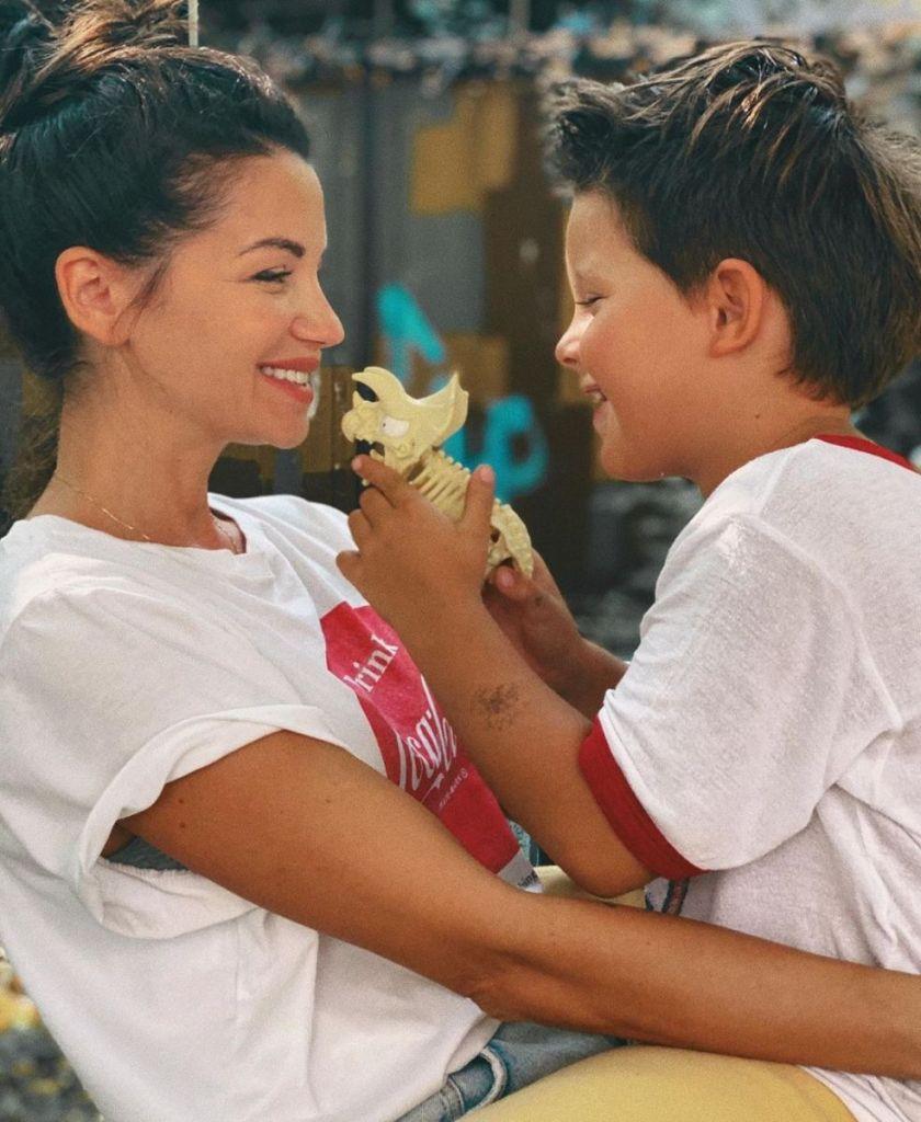 Диляна Попова със сина си