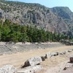 Header, stade de Delphes