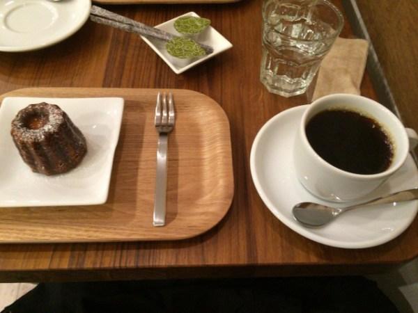 カヌレとコーヒー