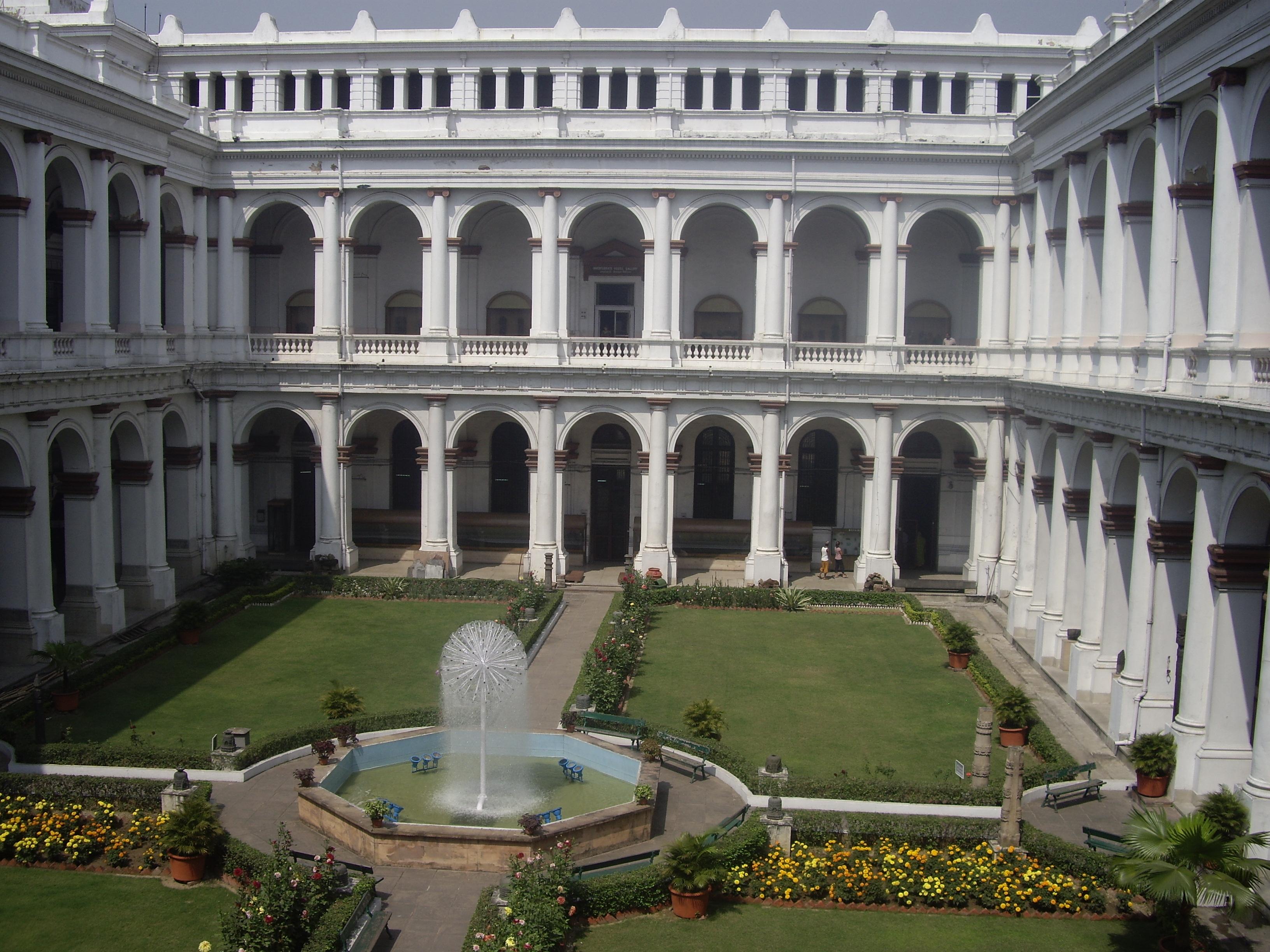 Η αυλή του παλαιότερου (από το 1814) ινδικού μουσείου