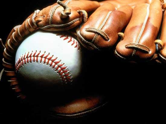 Бейзболна ръкавица с топка