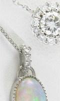 ジュエリーリフォームで制作したダイヤモンドとオパールのペンダント