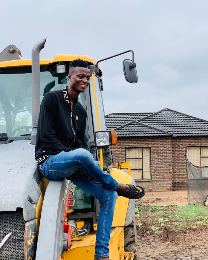 King Monada building a new house for his 2 wives worth R1.5 Million