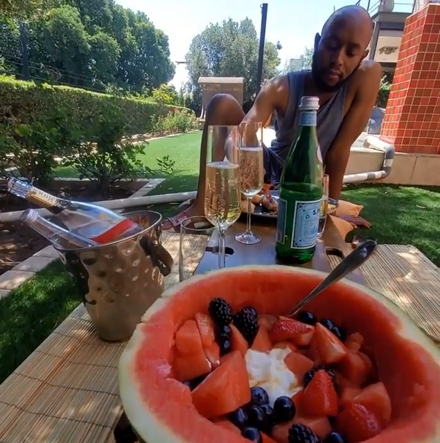 Watch – Somizi and Mohale brush off break-up rumours with a romantic breakfast