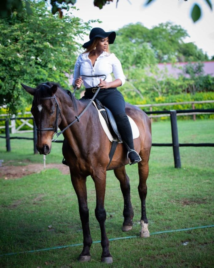 #WCW – Cleo Ice Queen Goes Horse Riding – Photos