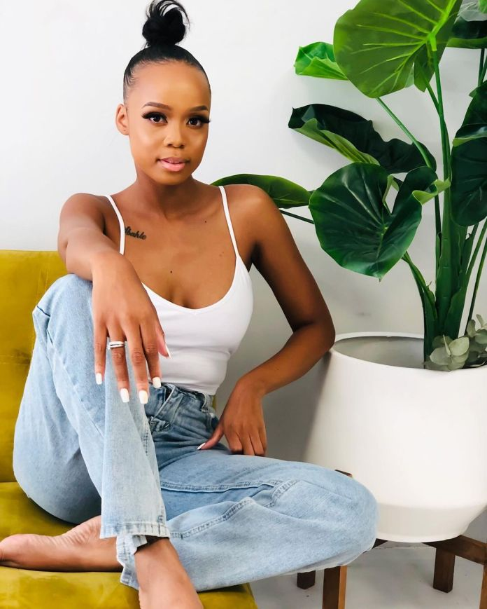 Fan blesses actress Ntando Duma with R1 000 at night club
