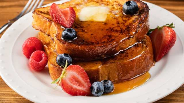 Vanilla French toast with fresh berries