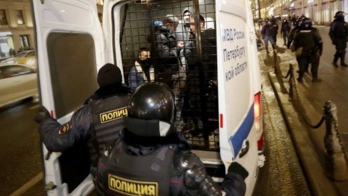 1 400  opposition supporters detained in Russia as their leader Alexei Navalny jailed