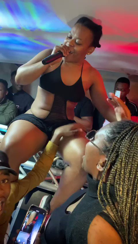 Fans react to video of Zodwa Wabantu being s.e.xually assaulted during performance
