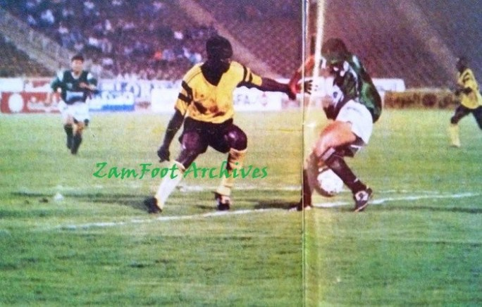 Egypt 0 - 4 Zambia: Elijah Litana in action during the Egypt '94 tournament