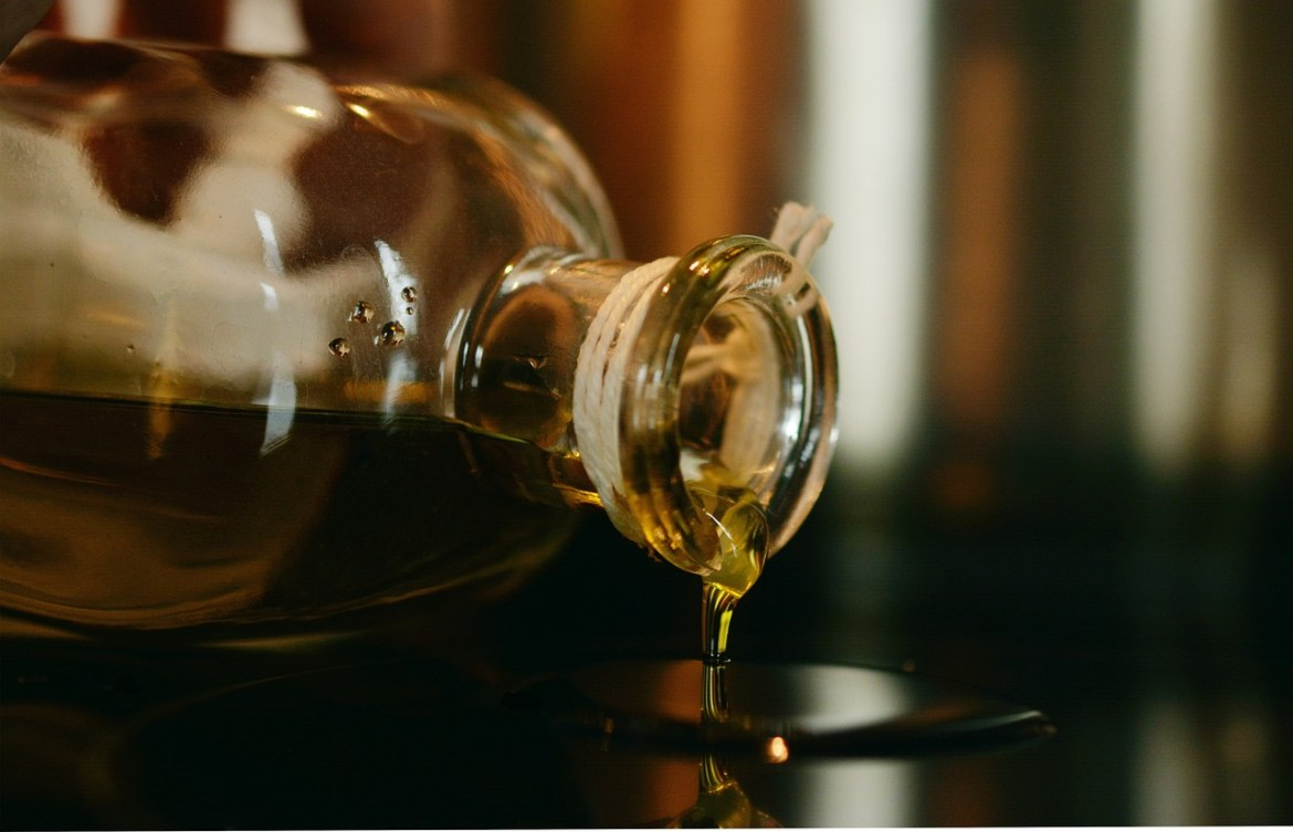 Oil Olive Oil Cook Glass Glass Bottle Pour Out