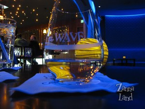 The Wave wine glass