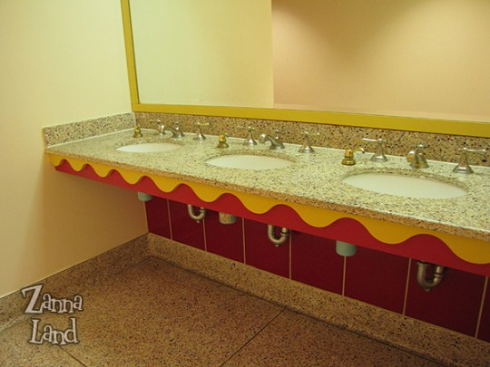 Wonders Lounge bathroom