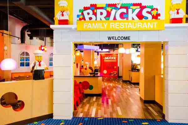 Bricks Family Restaurant  (PHOTO / Chip Litherland for LEGOLAND Florida/Merlin Entertainments Group Inc.)