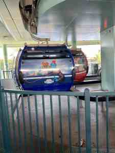 Disney Skyliner cabs loading