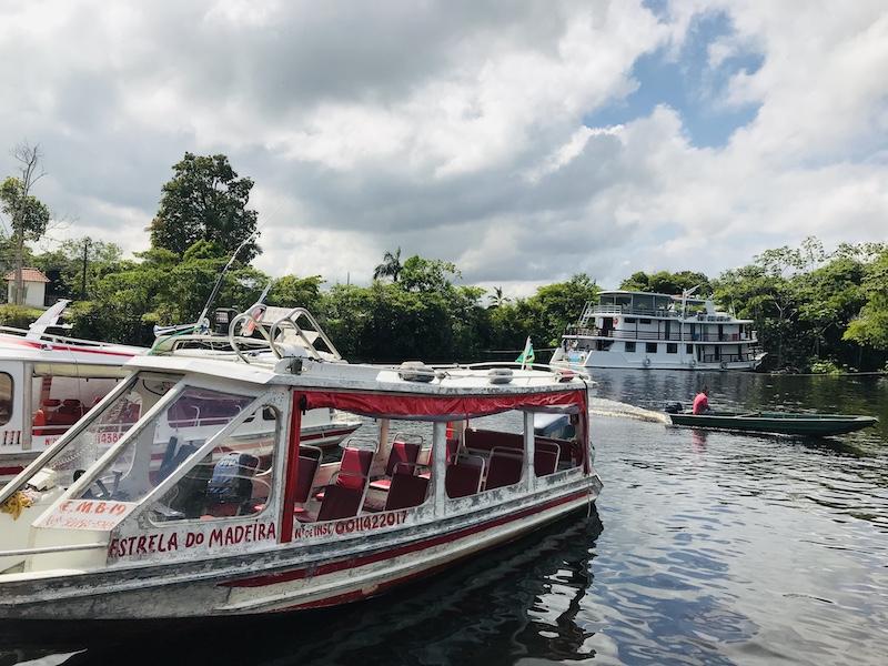 Barco na Marina do David para o Museu do Seringal