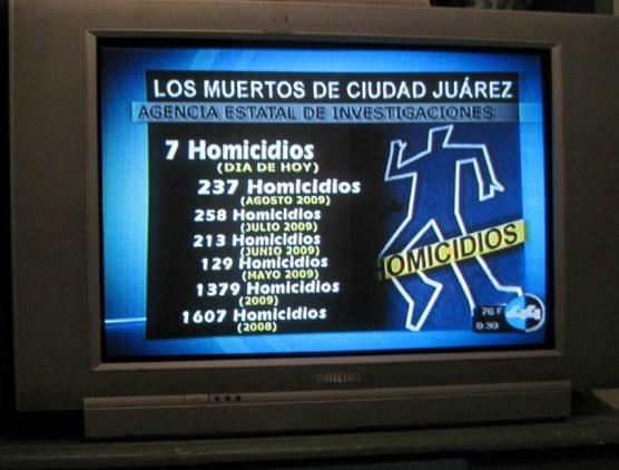 Un noticiero televisivo muestra las estadísticas de homicidios en Cd. Juárez (2009).