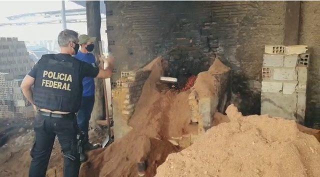 PF incinera meia tonelada de drogas apreendidas em depósito subterrâneo dentro de fazenda no Pará