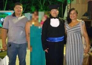 Filho mata os pais a facadas e enxadada dentro da casa