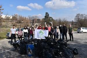"""Read more about the article Мотика: """"За почиста Македонија"""" го вратија сјајот на Скопско Кале"""