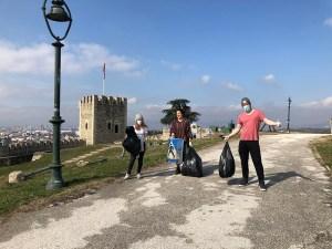 """Read more about the article Радио МОФ: """"За почиста Македонија"""" викендов собра 25 ќеси ѓубре од Скопското кале"""