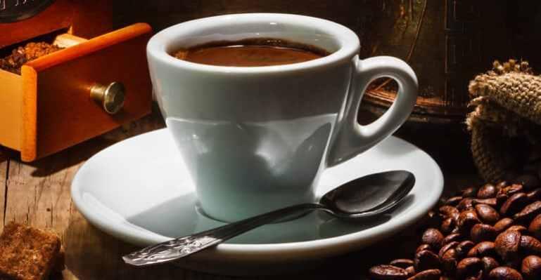 Может ли крепкий кофе вызвать запор?